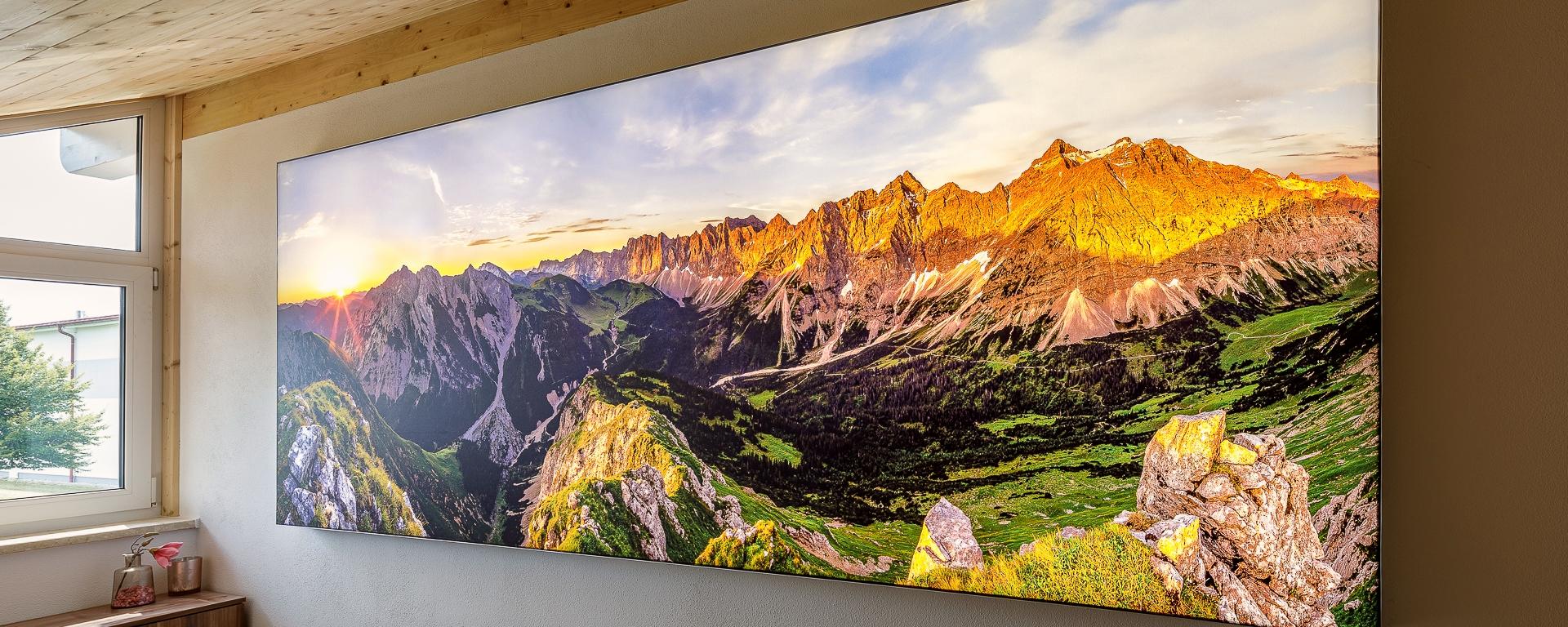 Hinterleuchtetes Wandbild vom Karwendelhauptkamm - Leuchtkasten mit dimmbaren LED