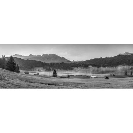 Morgendunst am Geroldsee schwarz weiß