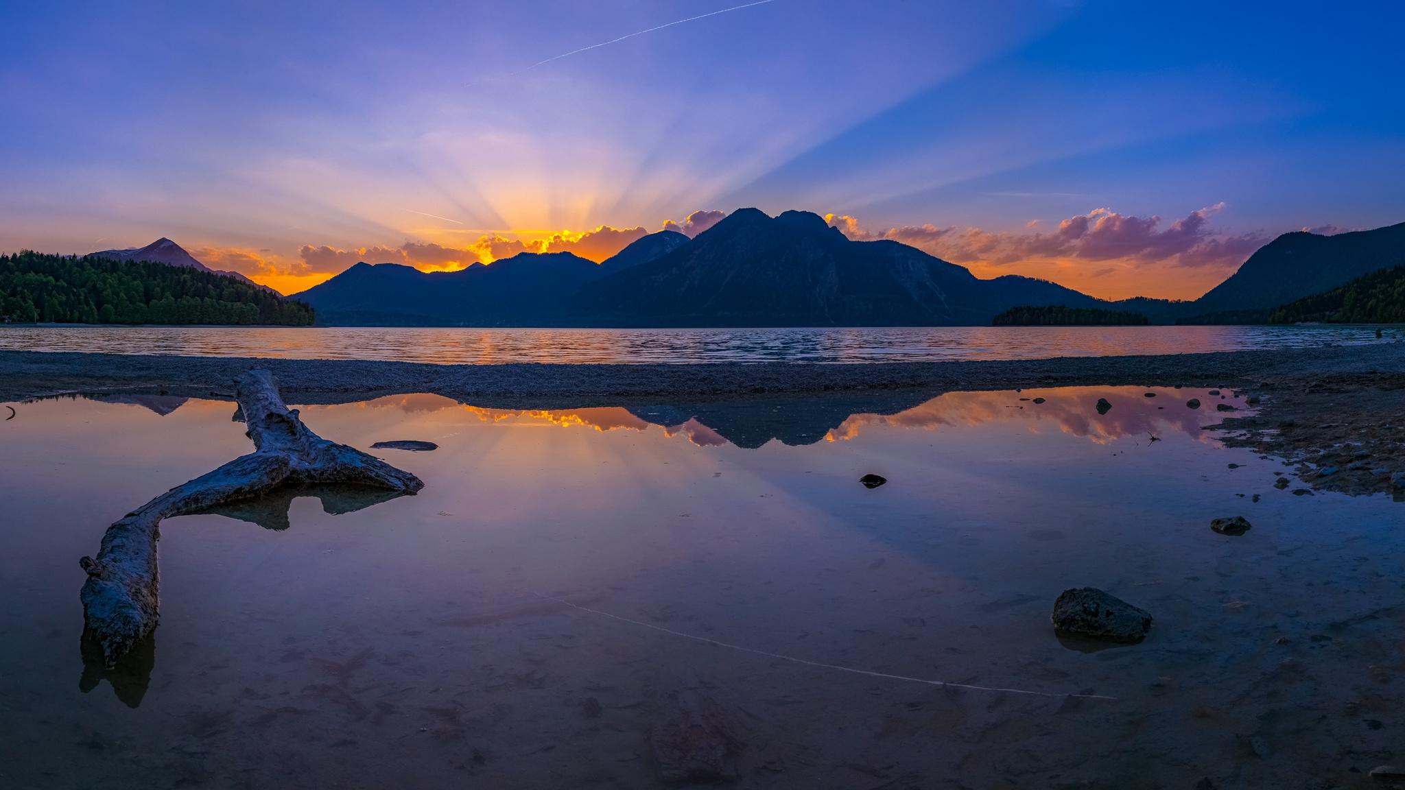 Sonnenstrahlen am Walchensee