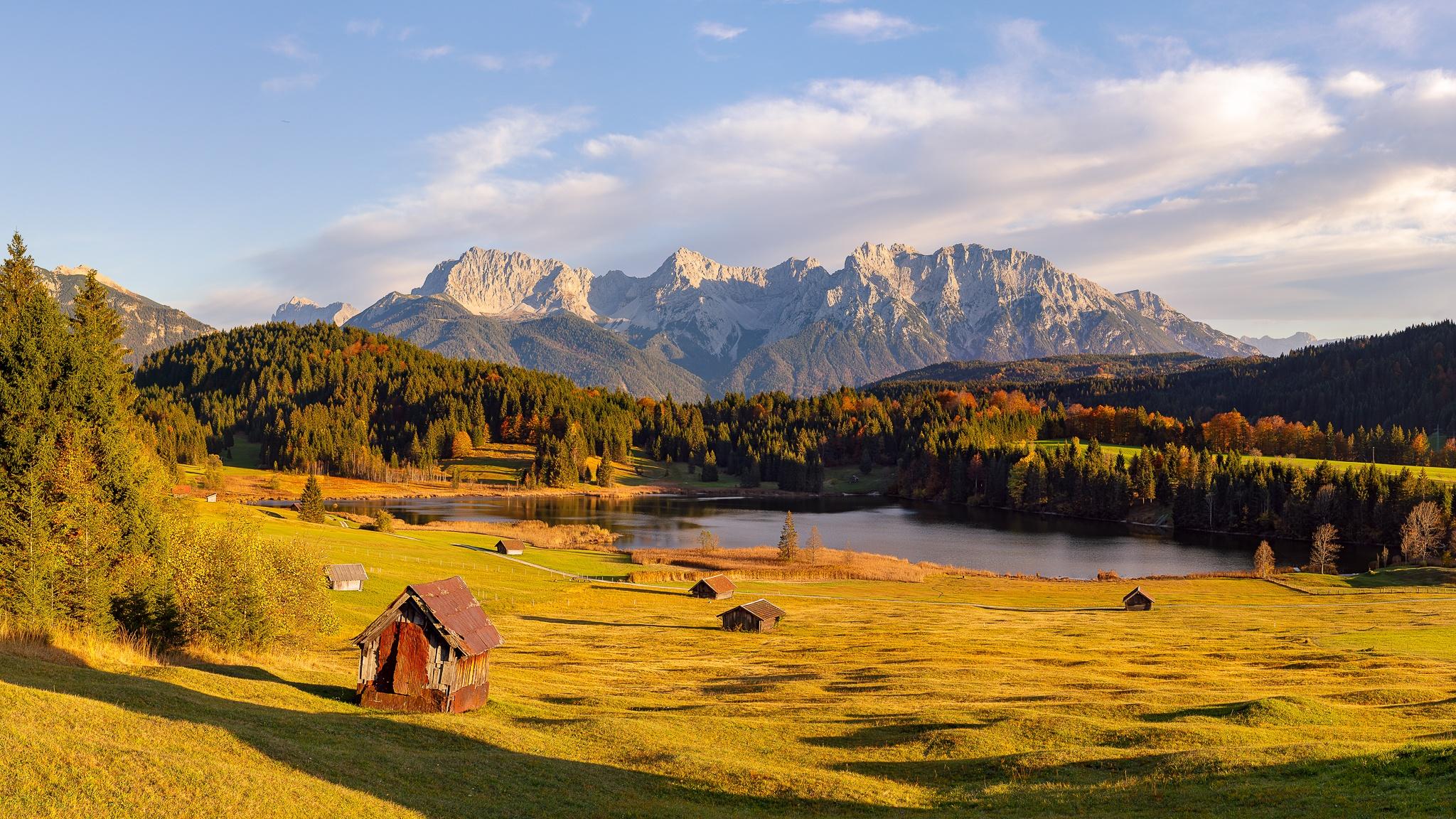 Geroldsee im Herbst Karwendel Berge Bayern Gerold Wagenbrüchsee