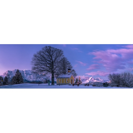 Weihnachten Kapelle mit Christbaum